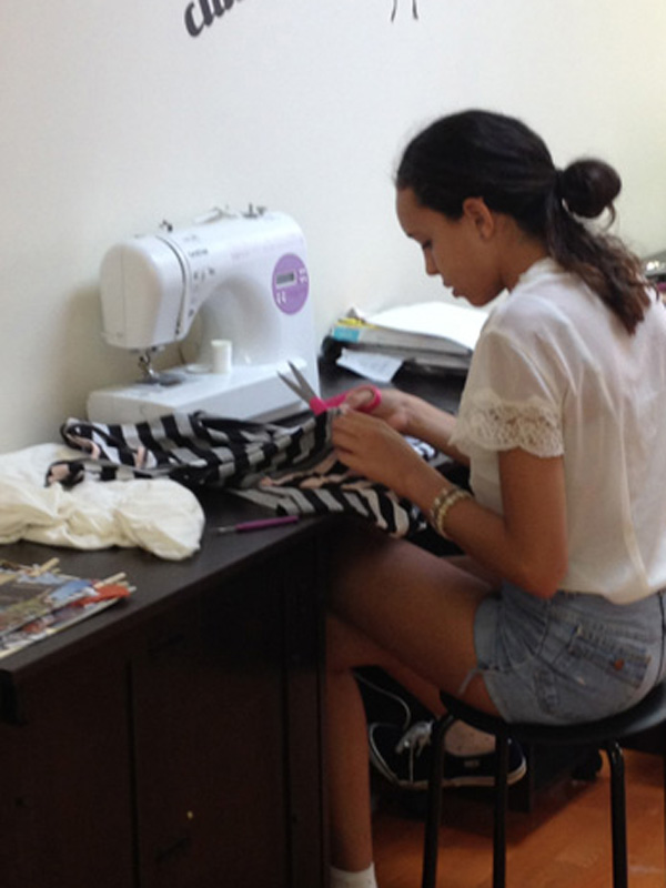 sewing-in-teen-fashion-camp